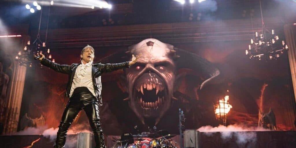 Bruce Dickinson, vocalista do Iron Maiden, durante apresentação no Rock in Rio 2013